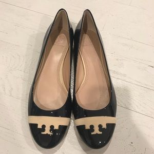 Tory Burch Shoes - Tory Burch logo patent leather ballet flats chic